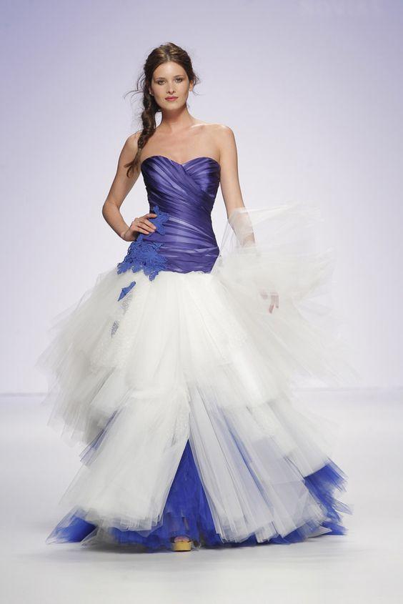 Corpiño azul y falda combinada para las novias modernas