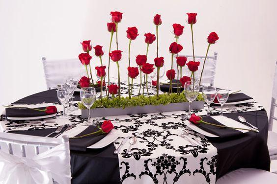 Un camino de flores para las mesas de boda