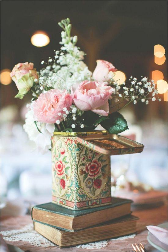 Libros y jarrón original para una mesa con toques vintage