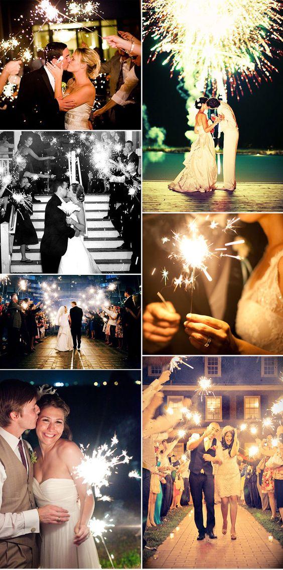 La luz de las bengalas dan un estilo muy romántico a tu boda