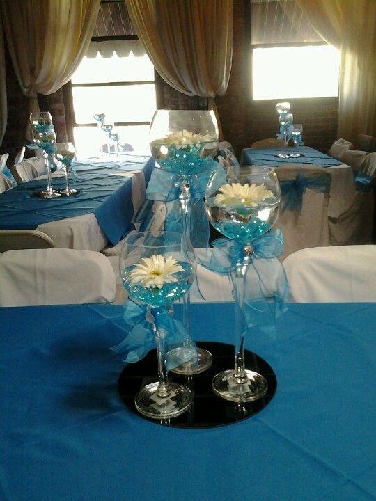 Copas con lazos en azul para arreglos de mesa