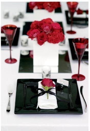 Combinación del color rojo y el negro en los centros de mesa