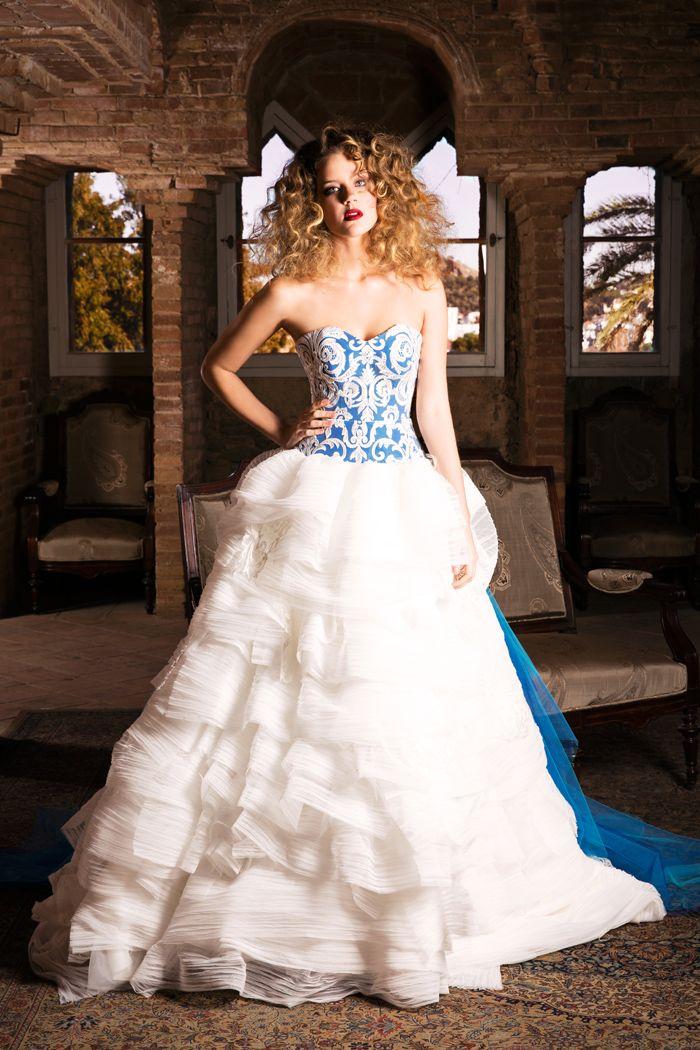 Los encajes en azul le darán el toque de estilo a las novias actuales