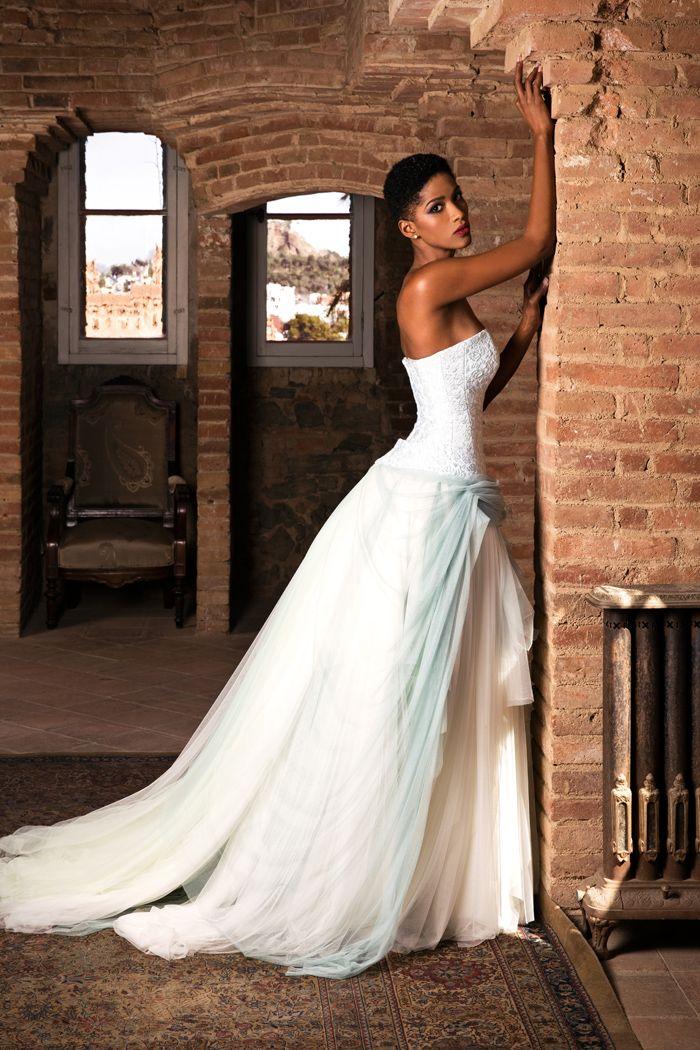 Un ligero toque en color para los vestidos de novia más especiales