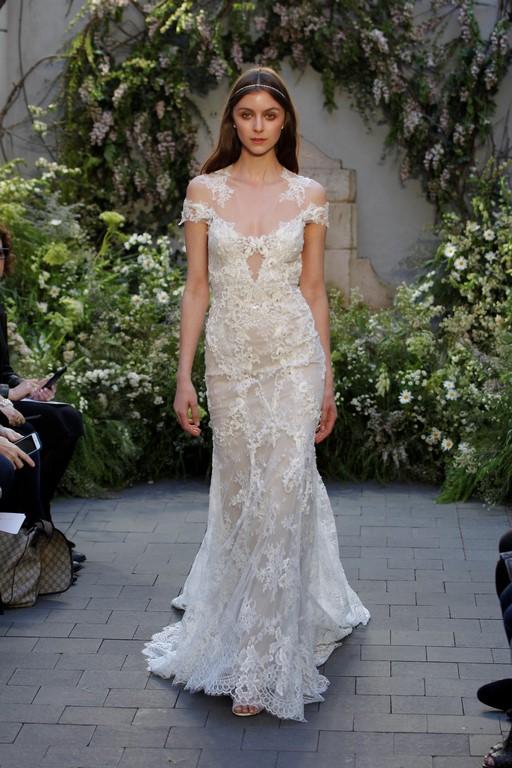 Romántico y moderno vestido de novia con encajes