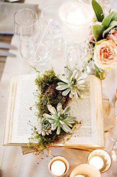 Libros como macetas para una boda llena de encanto