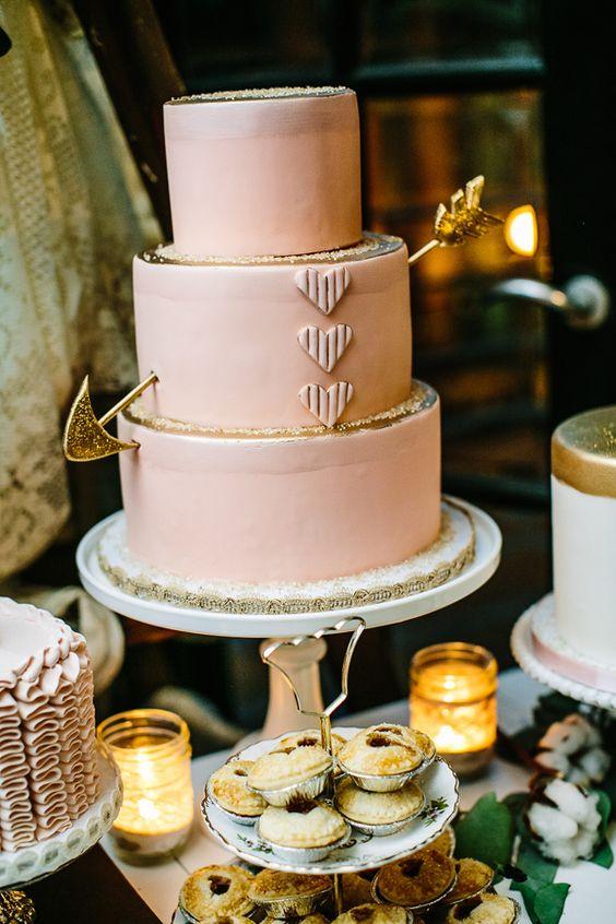 Pastel en color rosa y dorado