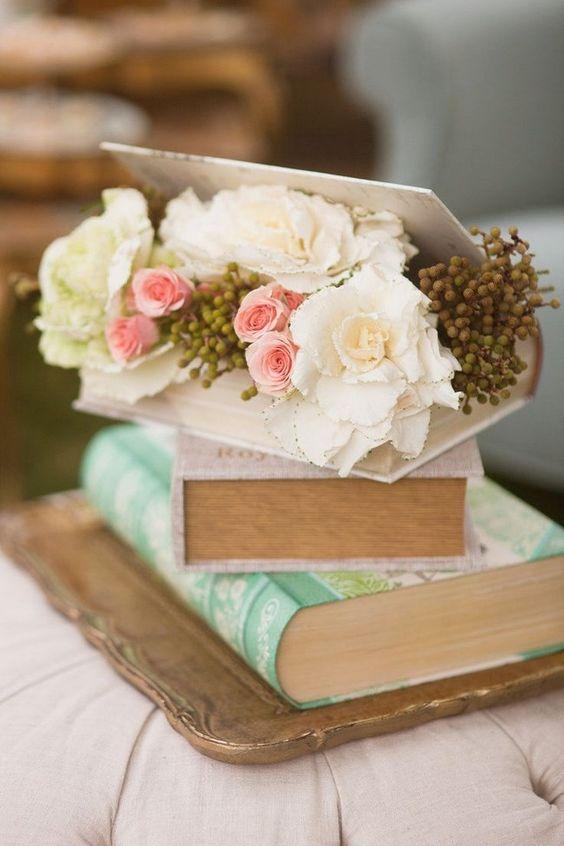 La belleza de las flores se intercala con la de los libros