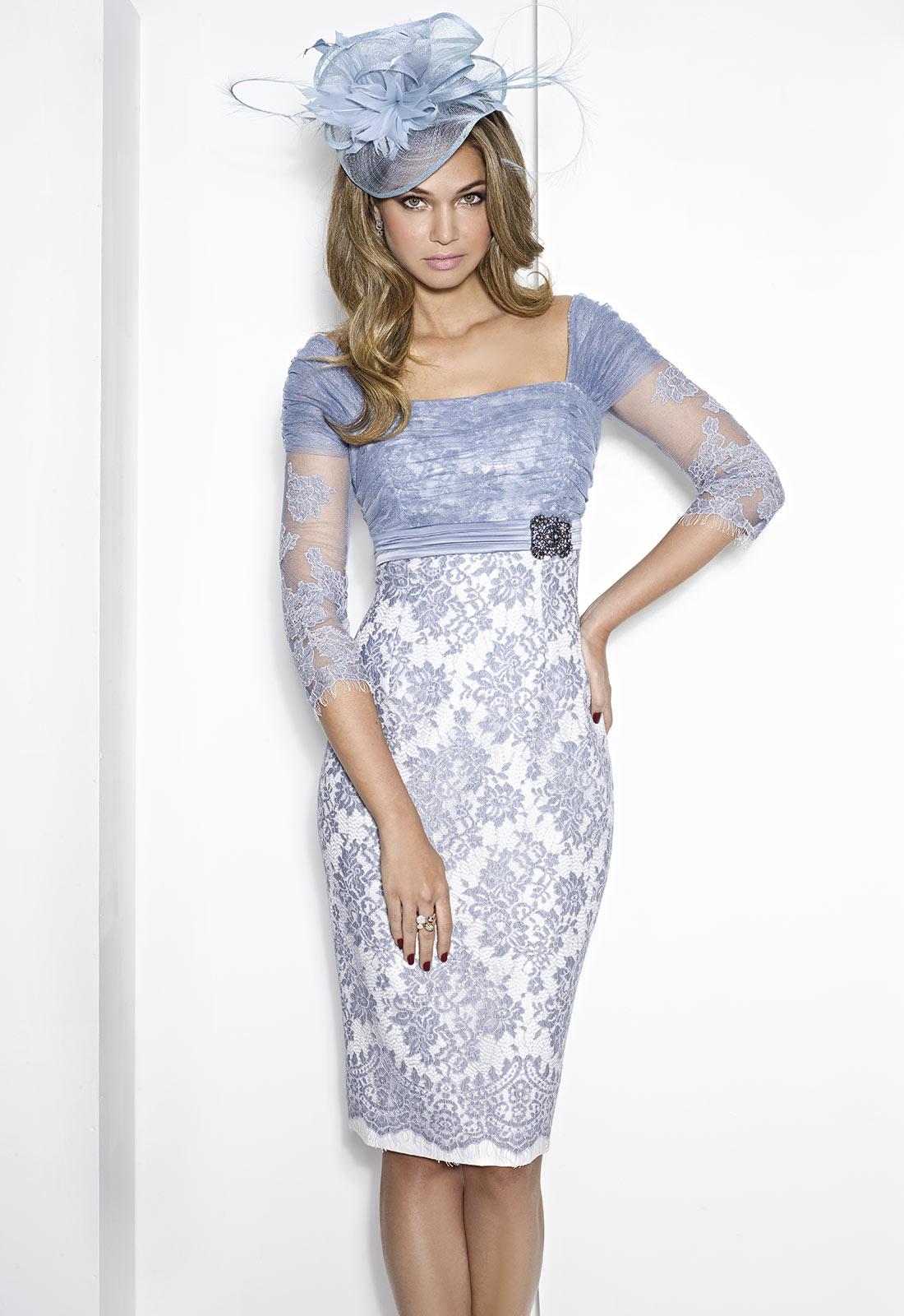 La combinación del tono azul y de sus encajes, permiten que disfrutemos de un vestido como éste
