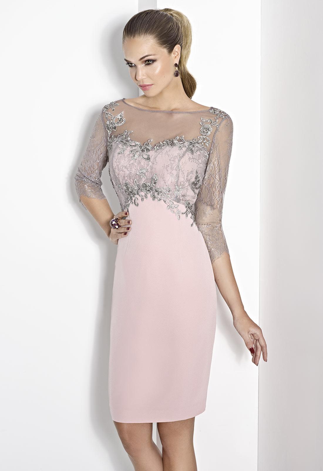 Falda en color rosa pastel y cuerpo en encaje y tul
