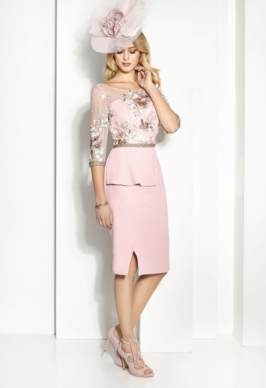 Traje de fiesta en rosa combinado