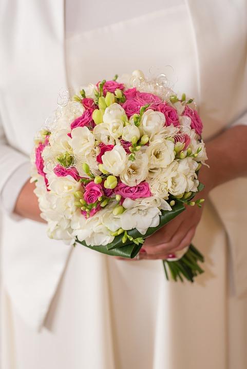 Bouquet de novia con flores en rosa y blanco