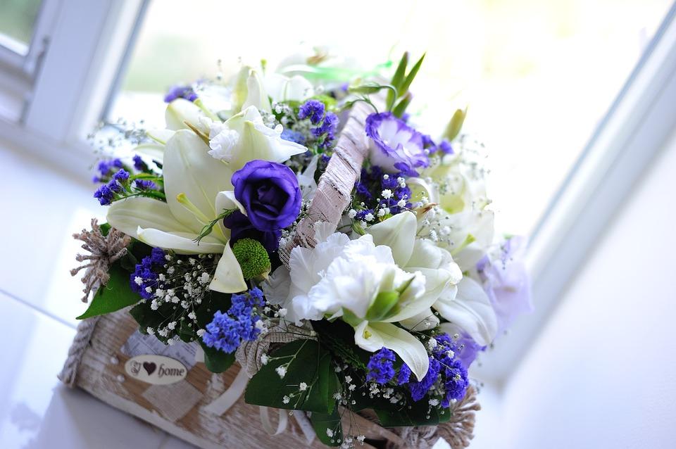 Flores en azul y blanco para un ramo muy moderno
