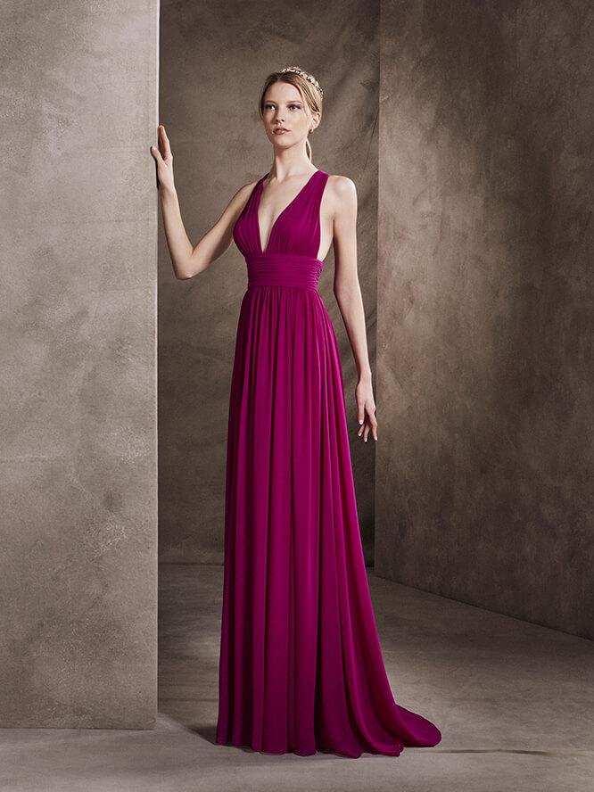 Elegante vestido color uva con amplios tirantes