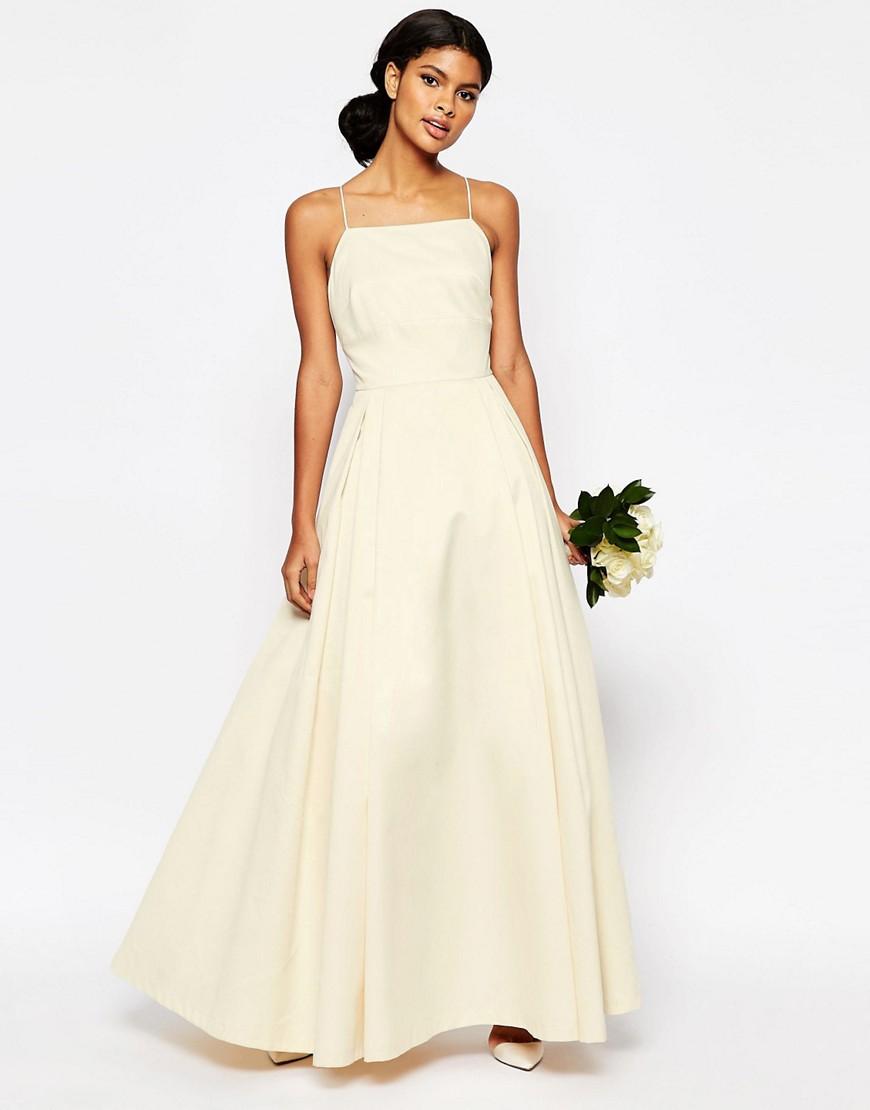 Vestido de novia con ligeras pinceladas de color