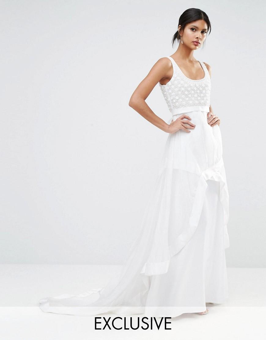 Los tirantes para completar el vestido de novia