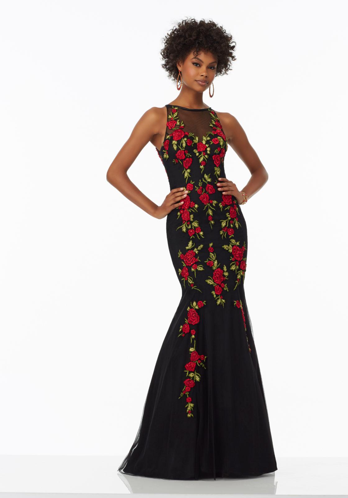 Los bordados no pueden faltar en un vestido como éste