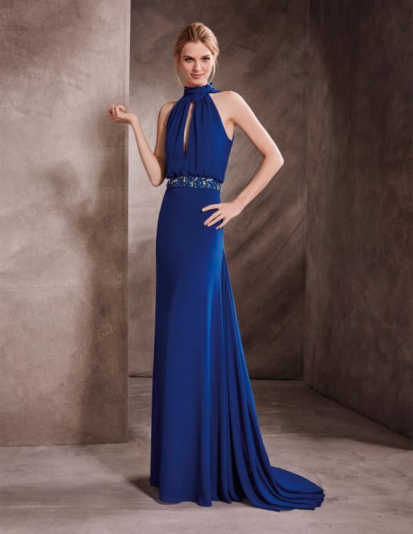 Vestido azul con escote halter y efecto lágrima