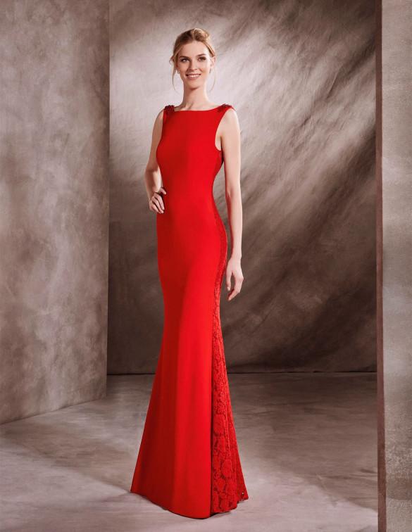 Vestido sencillo con detalles de pedrería