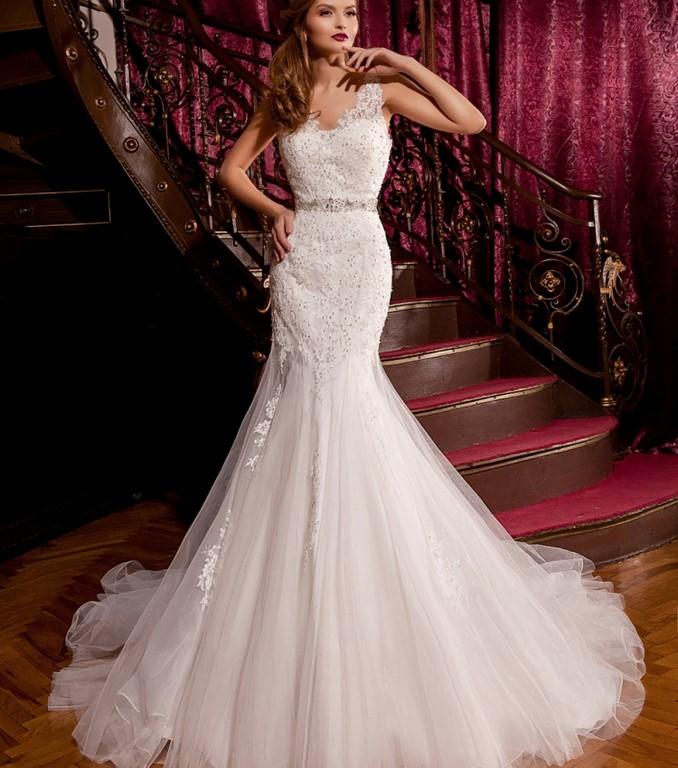 Vestido recto de novia con gasa