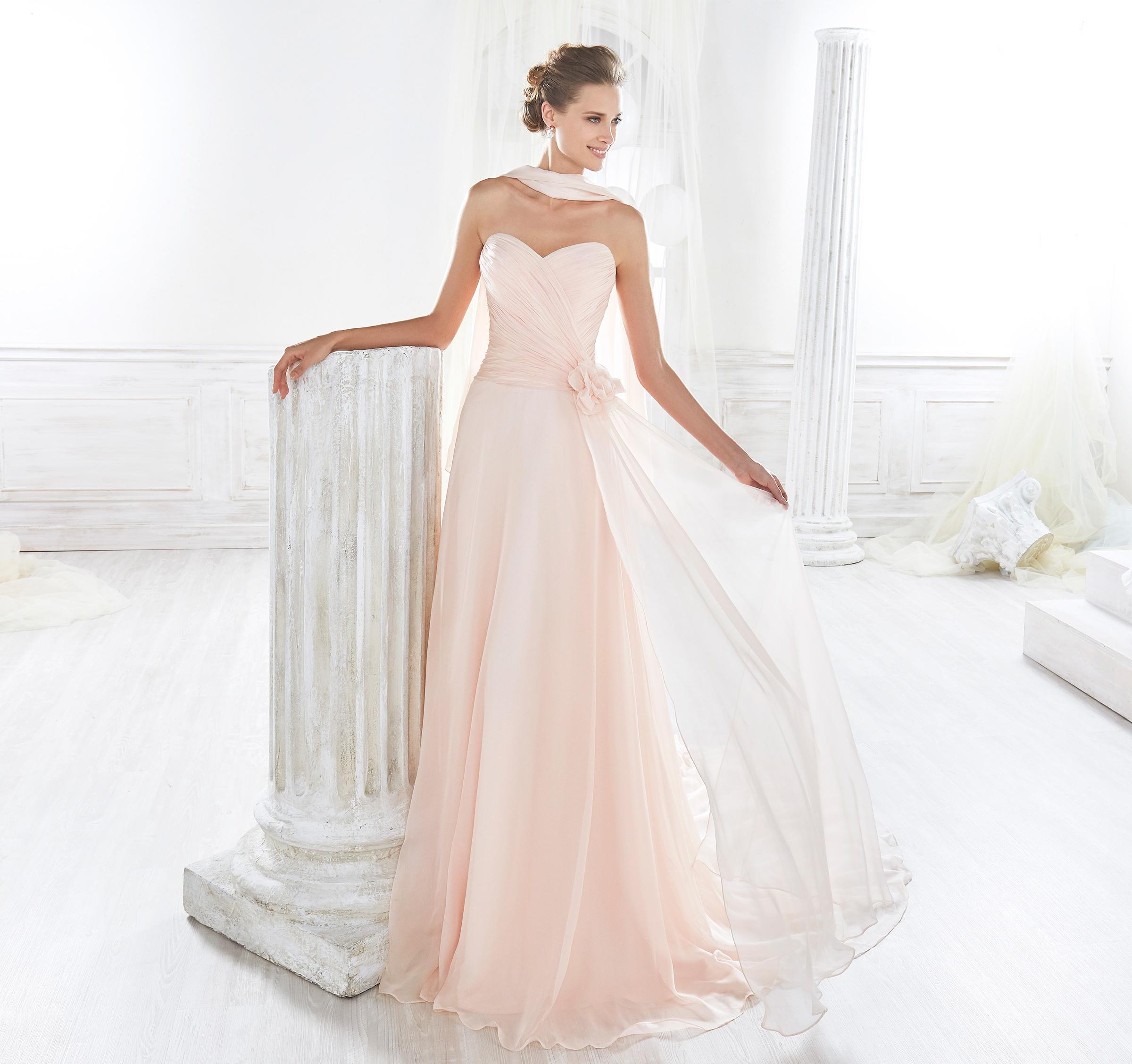 Traje para novia: Vestido de novia en rosa