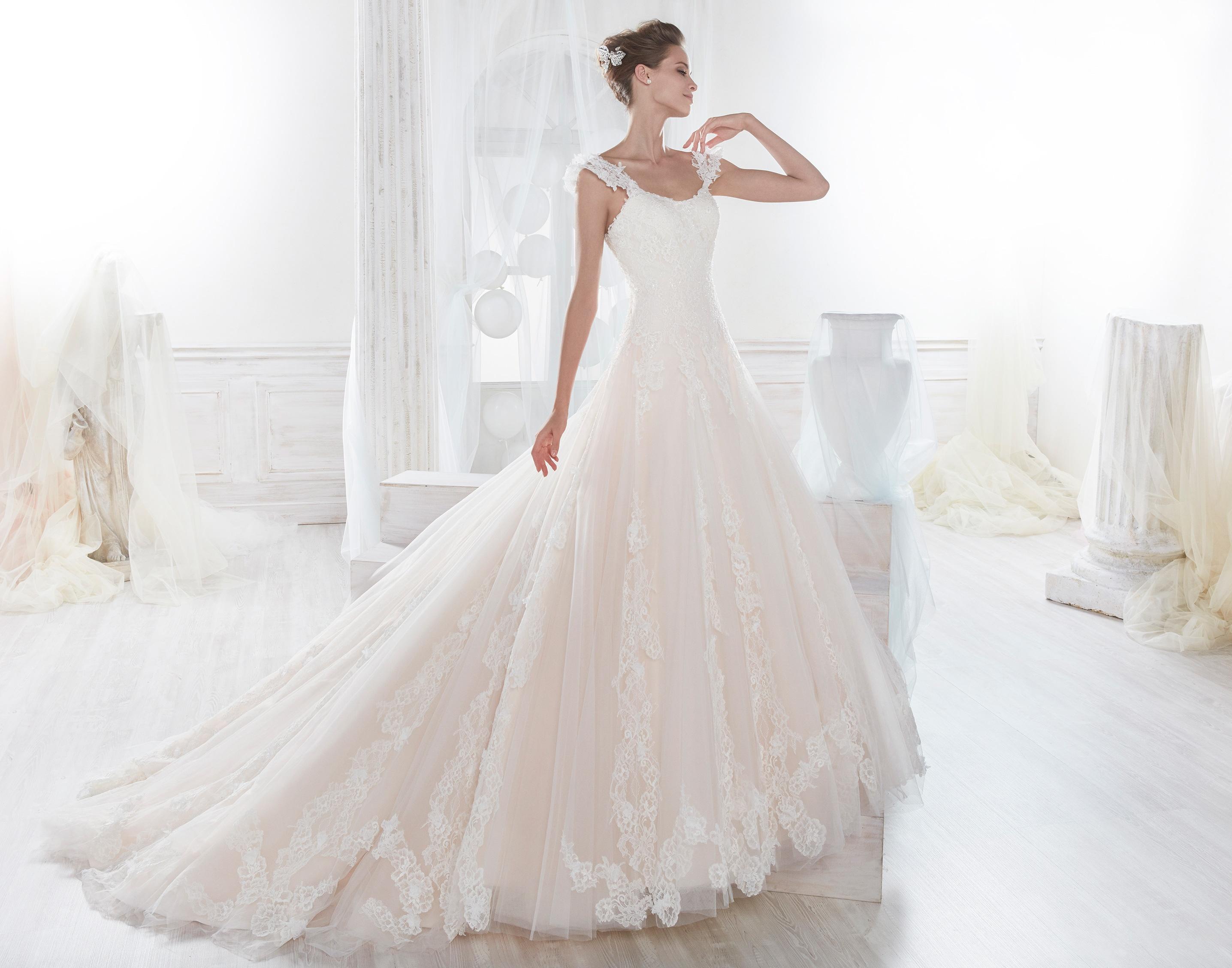Traje para novia: Vestido con corpiño y en rosa
