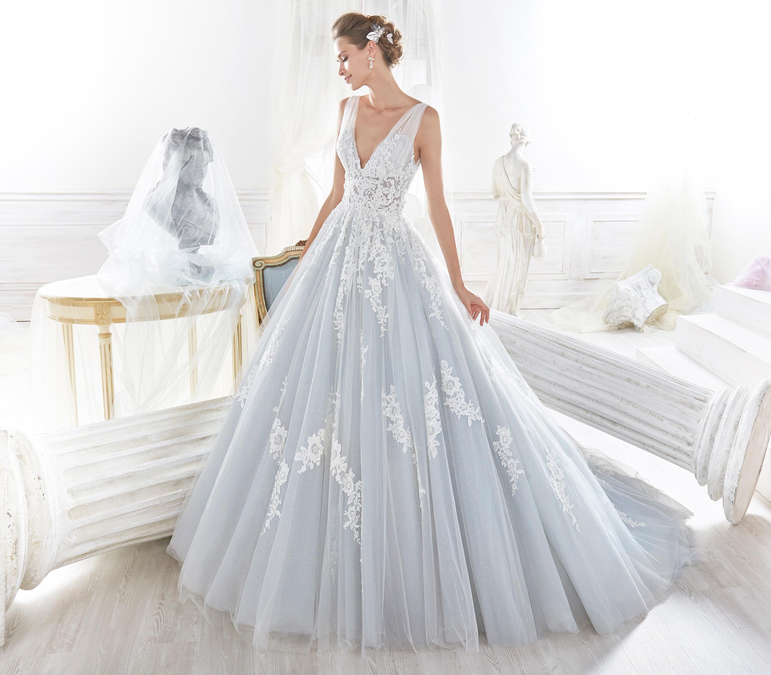 Trajes para novia en color azul