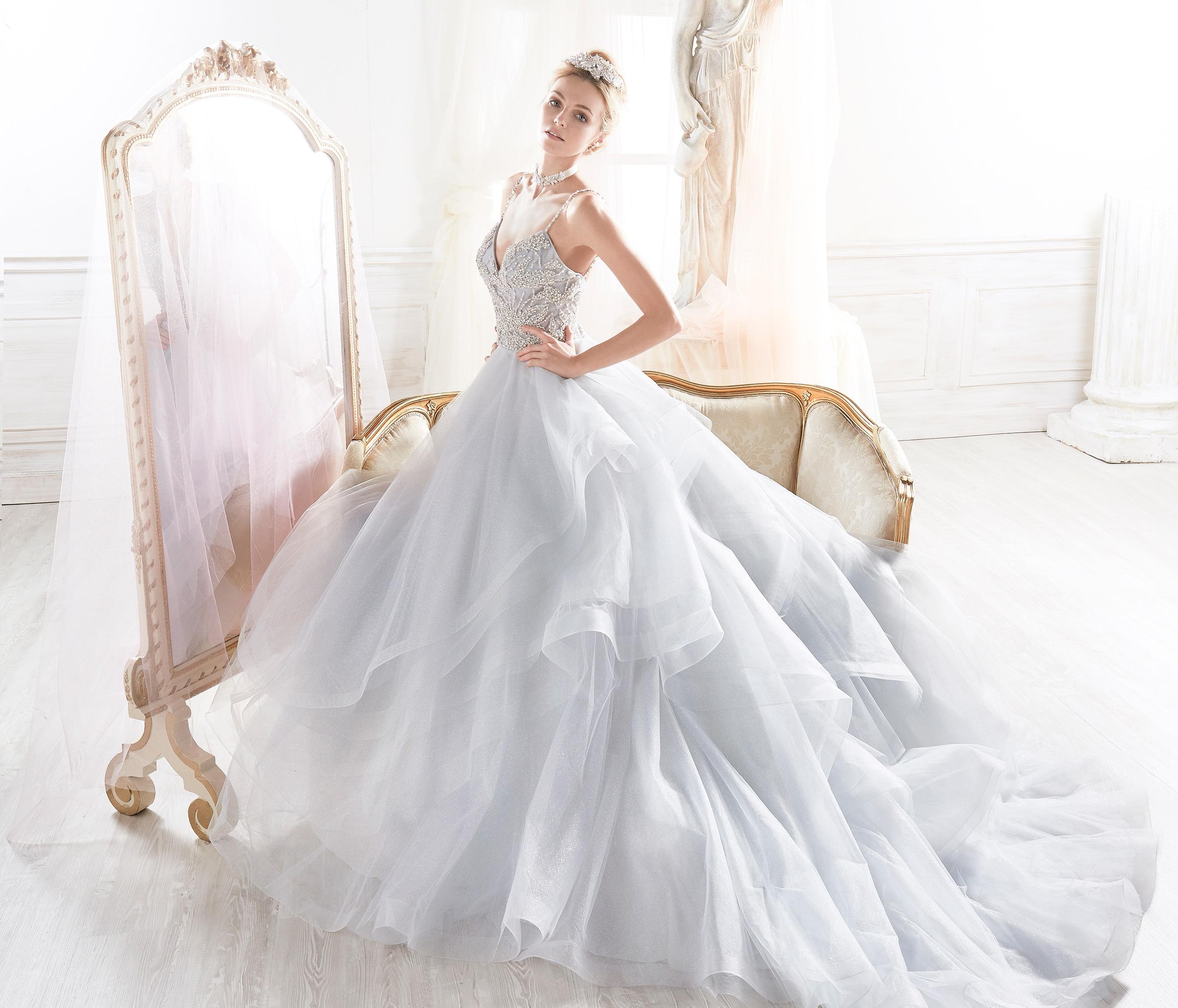 trajes para novia: Vestido de novia con volantes