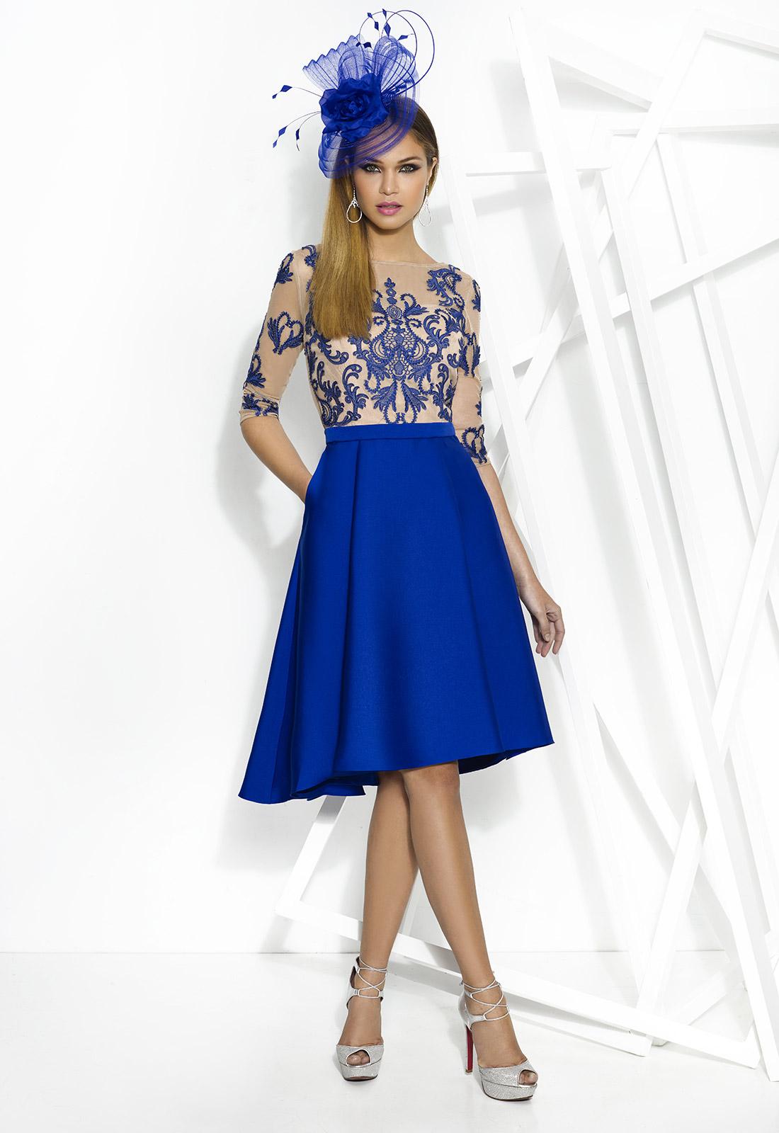 Vestido corto azul con encajes