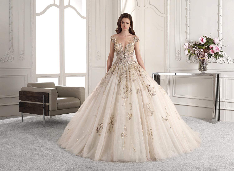 Vestido de novia con encajes en color