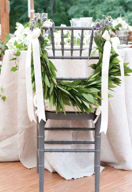 Corona de laurel para decorar sillas de boda