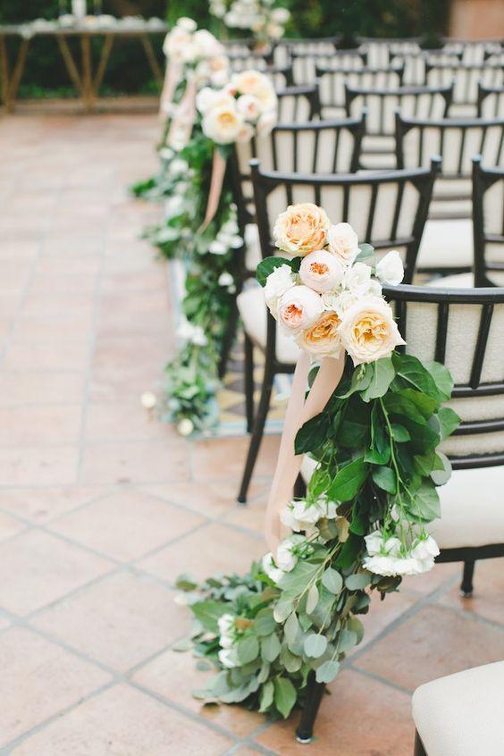Rosas para decorar las sillas